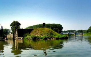 Vjezd do plavební komory Vnorovy II z řeky Moravy