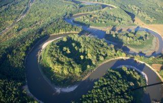 Letecký pohled na meandry řeky Moravy