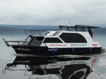 Loď Sarah při plavbě