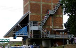 Historická budova násypky uhlí v přístavišti Výklopník