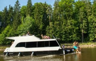 Loď Victoria při plavbě