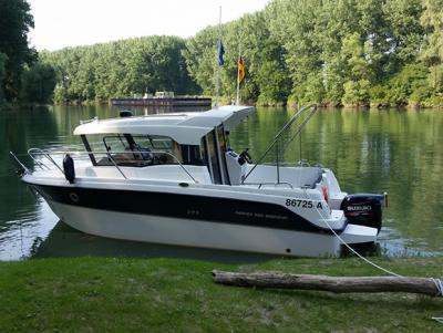Loď Parker 660