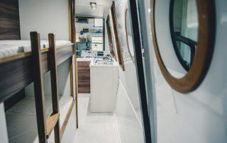 Spojovací chodba salonu a záďové části lodě Awa