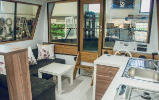 Příďový salon lodě Awa