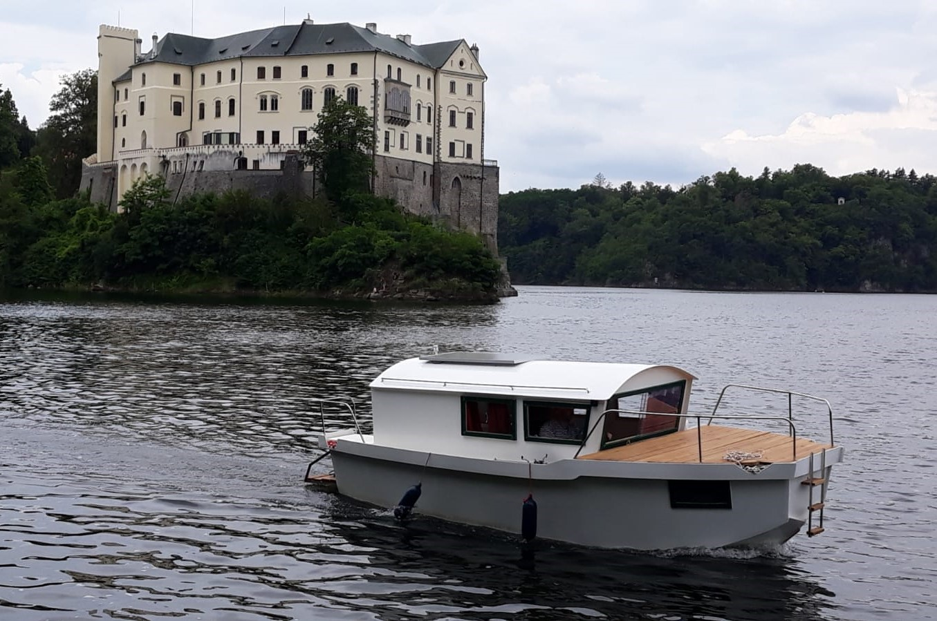 Lodě Krajánek 670 u zámku Orlík