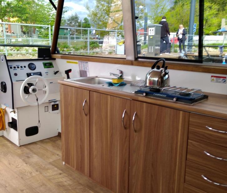 Kuchyň a kormidelna